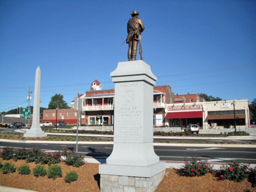 Same view of the Jefferson square in 2012. As in many small Southern towns, a Confederate soldier stands vigil.