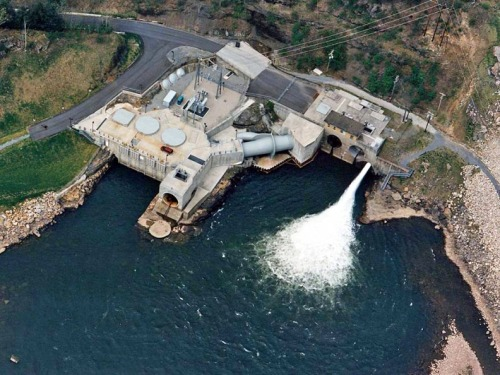The hydroelectric plant that screwed up the put-in.