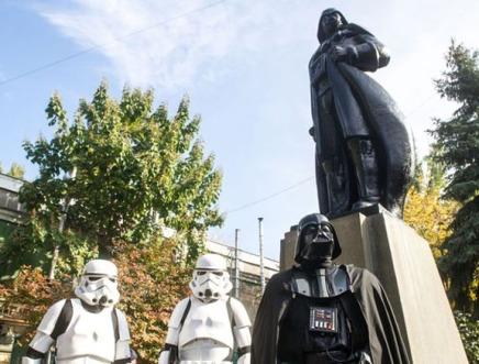 Vader statue