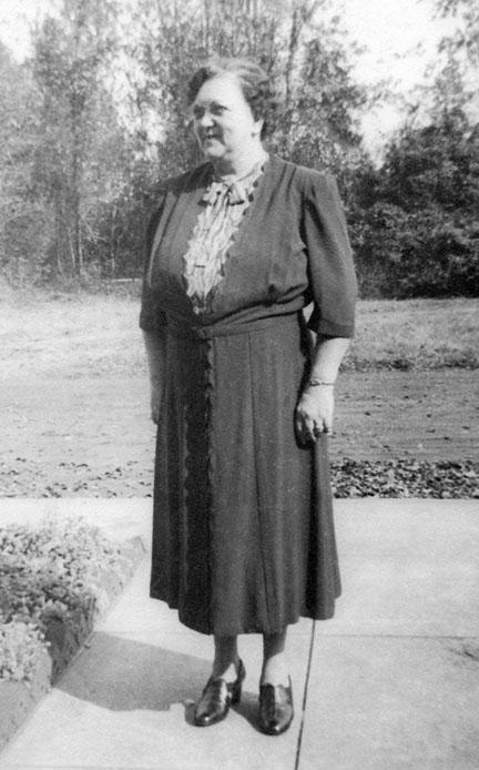 Stella Ham Smith (Honey) at 201 Kinzie Ave., Savannah, Nov. 1951.